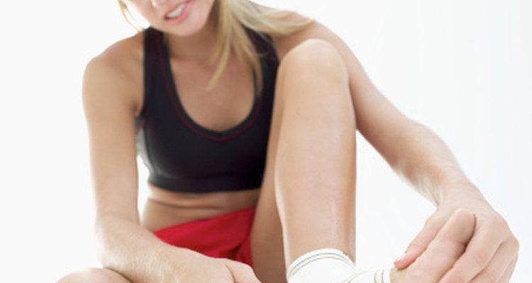 El dolor recurrente y la rigidez en los tobillos después del ejercicio pueden indicar la presencia de artritis.