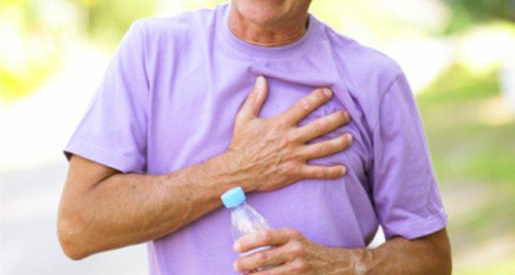 La presión en el pecho puede indicar un ataque cardíaco, o puede ser solo una indigestión vieja.