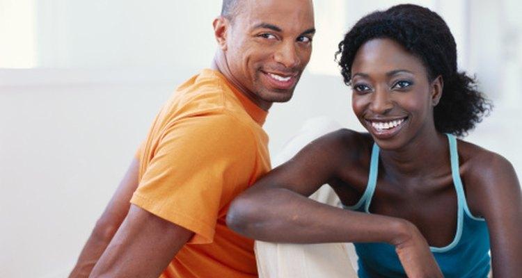Las parejas pueden jugar divertidos juegos de fiestas para conocer mejor al otro.