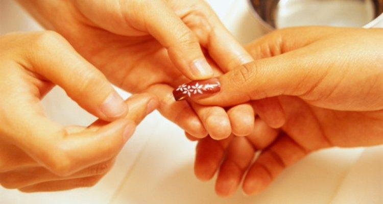 Existen numerosas razones para el dolor en las uñas de acrílico.