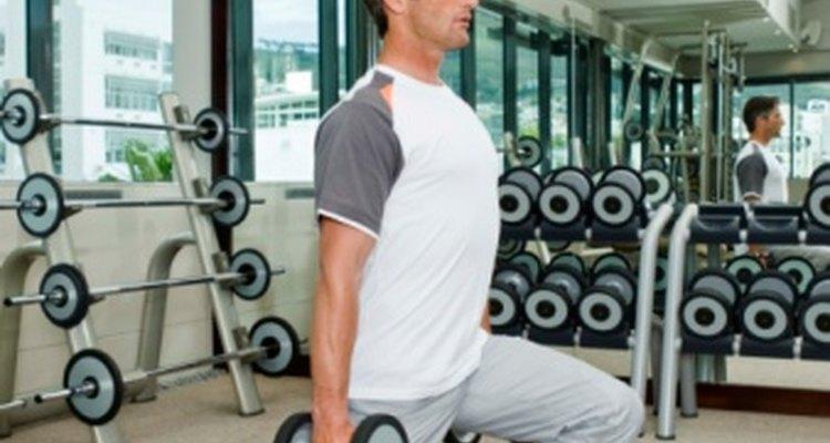 Las estocadas son ejercicios de resistencia de la parte baja del cuerpo.