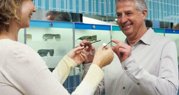 Un optalmólogo te puede ayudar a encontrar unas gafas cómodas.