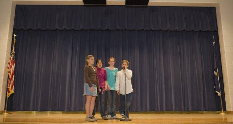 Los juegos corales fortalecen las habilidades de los niños de presentarse ante audiencias.