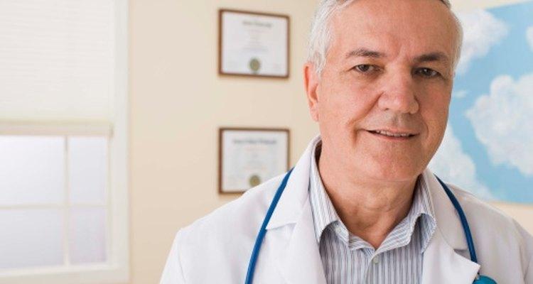 Los médicos pueden pedir un examen de sanfre oculta en materia fecal para el rastreo de cáncer colorrectal.