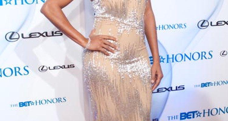 Gabrielle Union prefiere algo súper claro, casi color piel, sobre sus labios y su vestido gris pardo y plateado en los Premios de Honor BET del 2010.
