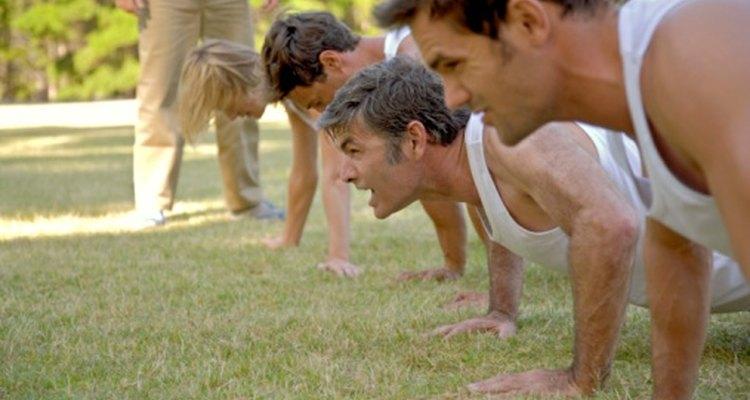 Las lagartijas te pueden ayudar a definir los músculos de tus brazos y a incrementar su fuerza.