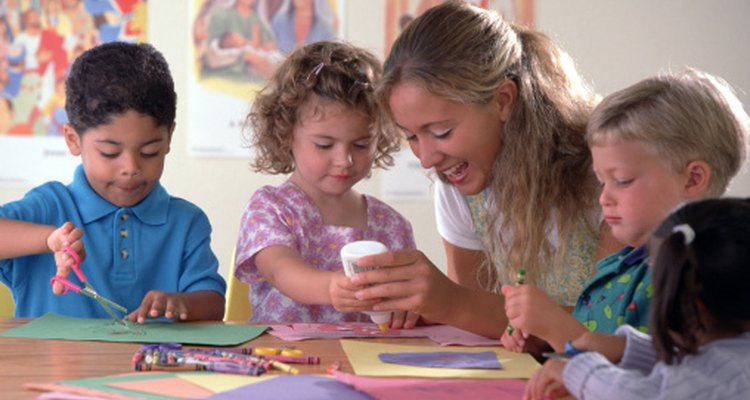 Los niños aprenden mejor a través de actividades prácticas.