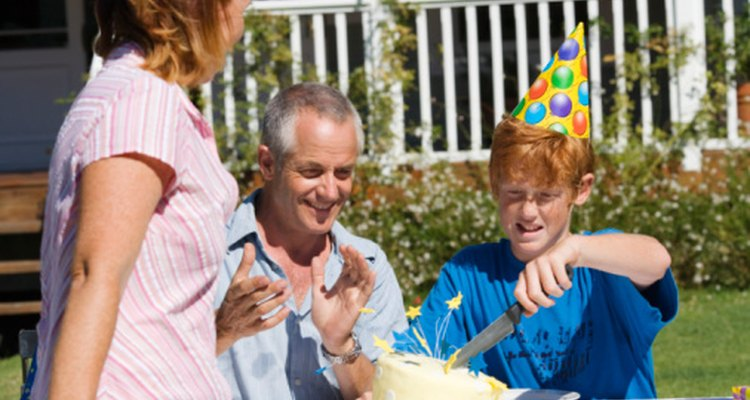 Haz un pastel de cumpleaños genial para un nuevo adolescente.