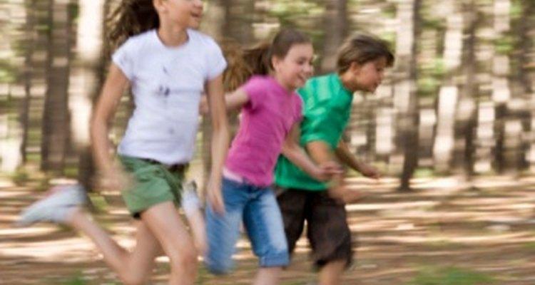 Promueve el desarrollo muscular con los juegos de las traes en preescolar.