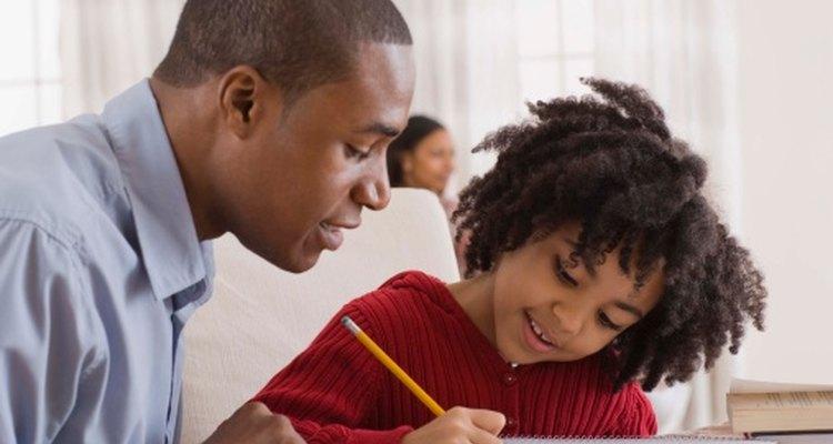 Diferentes actividades ayudan a los niños a escribir su propio nombre.
