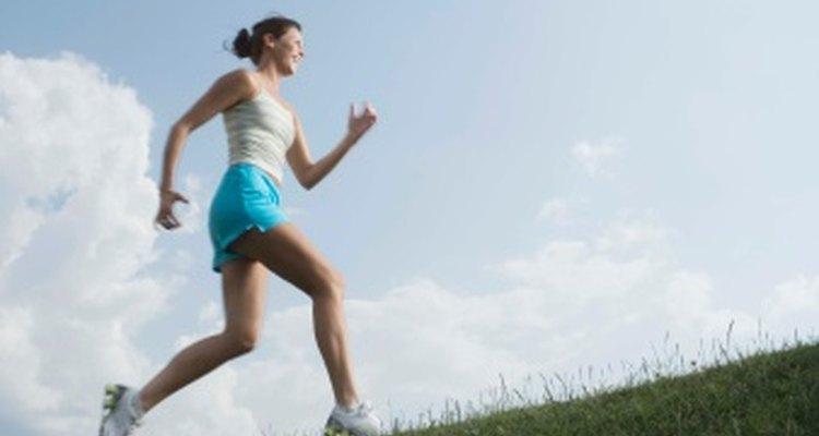 Los corredores principiantes a menudo tienen dolores y molestias musculares después de correr.