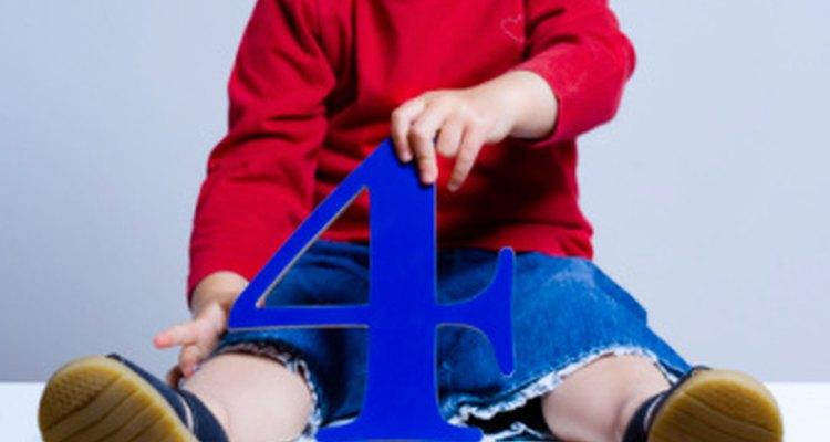 Los juegos y actividades creativas ayudan a los menores a aprender.