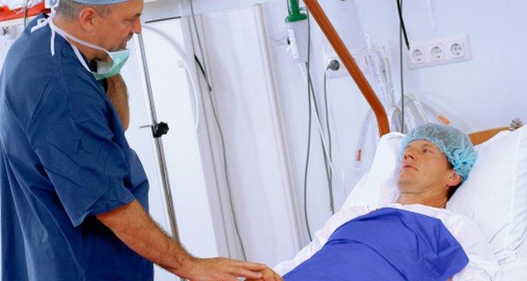 Habla con tu médico sobre recomendaciones alimenticias después de la cirugía.
