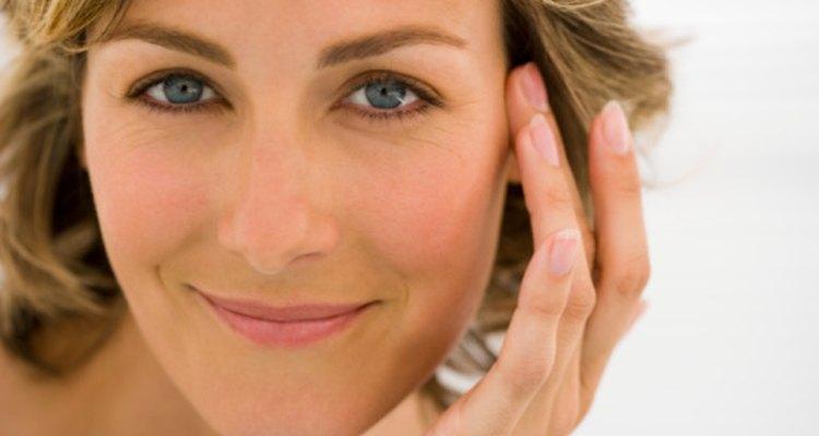 El Derma Wand usa una micro corriente para estimular la piel de edad.
