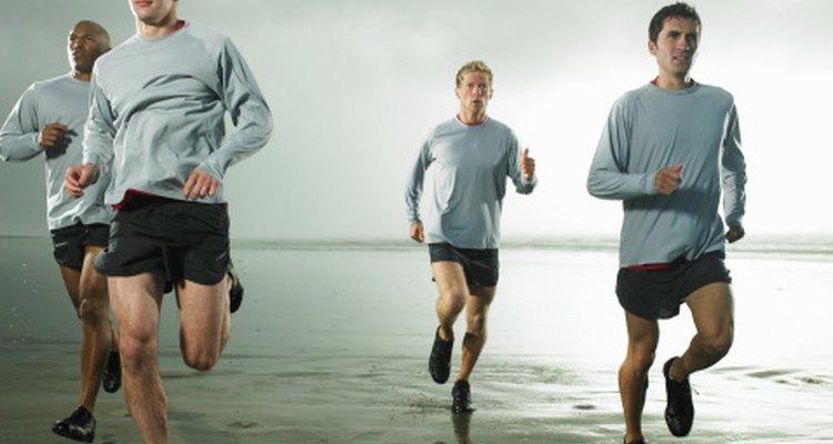 Los Navy SEALs suelen entrenar corriendo en la playa.