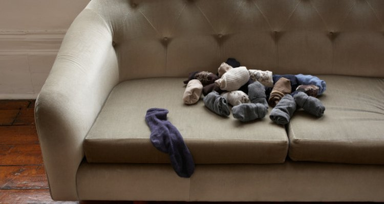 Use socks to create puppets and plush toys.