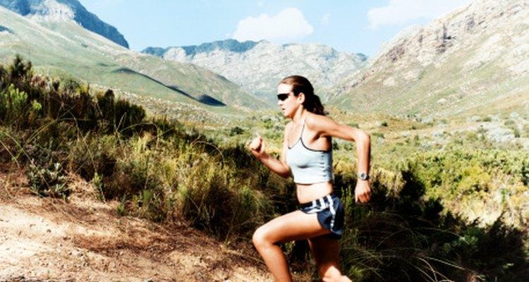 Correr en senderos provee una superficie más suave que puede reducir las lesiones.