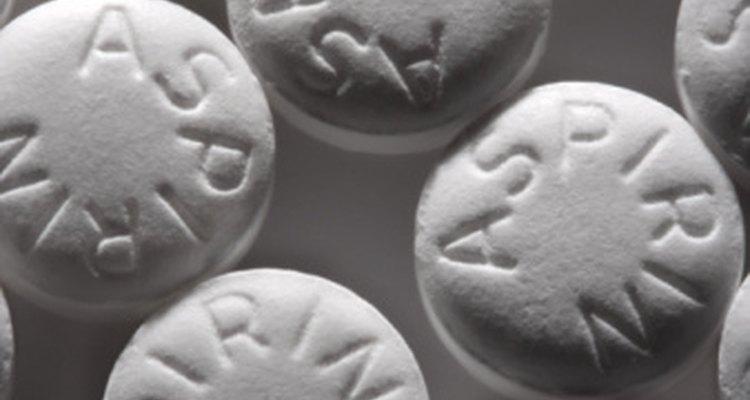 Una solución de ácido salicílico se utiliza en la fabricación de las tabletas de aspirina.