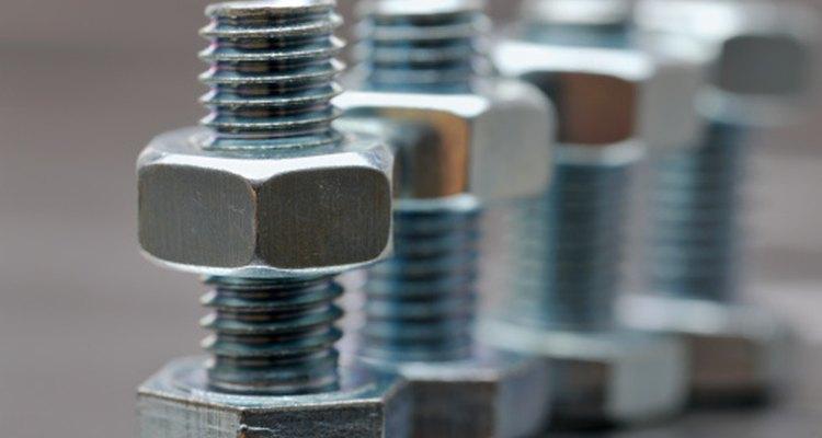 Consulta en tu tienda de herramientas local respecto del elemento de sujeción adecuado.