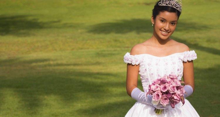 El baile de debutantes es un ritual tradicional para las mujeres jóvenes en la alta sociedad.