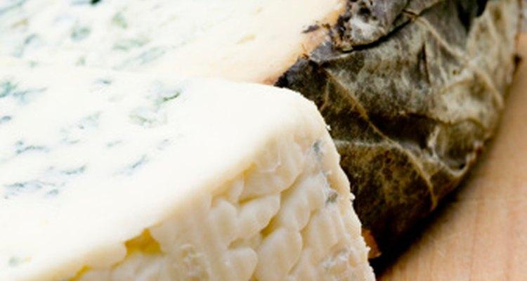 Los productos lácteos como el queso contienen poco o nada de hierro.