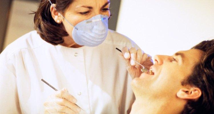 Pregúntale a tu dentista cuándo puedes volver a hacer ejercicio y beber alcohol luego de la extracción de la muela de juicio.