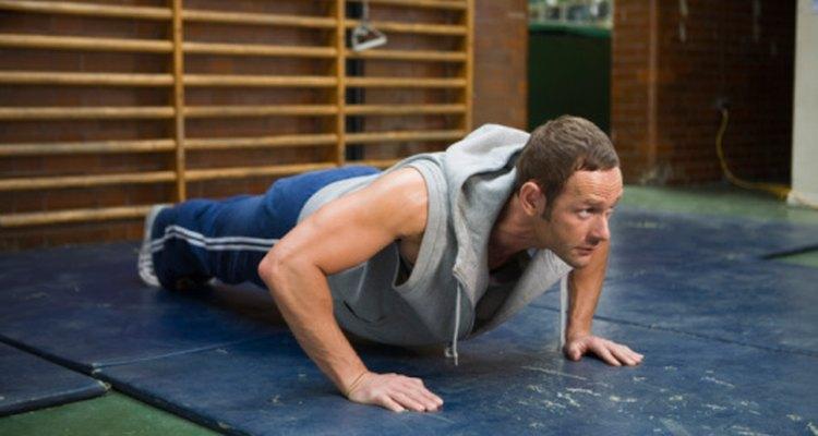 El abuso de los bíceps con el exceso de flexiones puede producir hematomas.