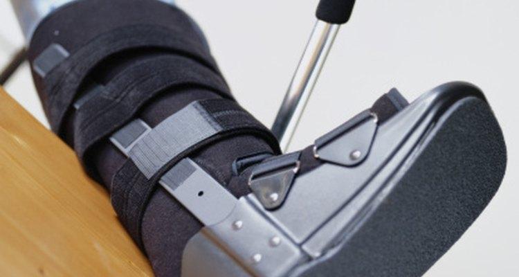 Las botas ortopédicas son comúnmente de color negro o gris.