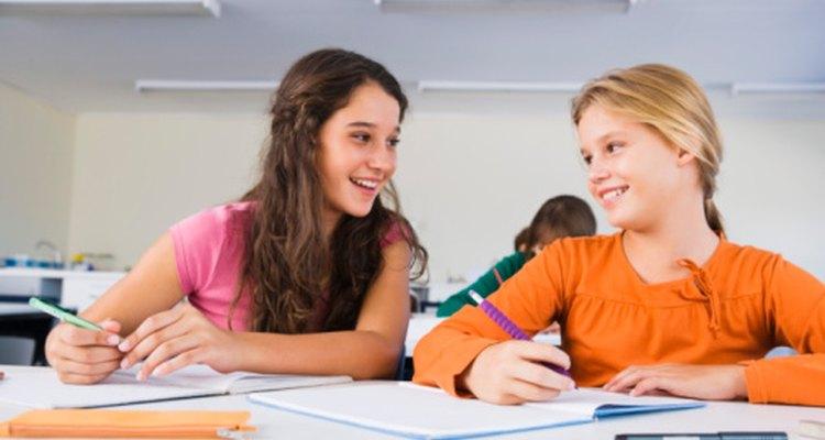Proporciona actividades en el primer día de clases que permitan a los estudiantes llegar a conocerse.