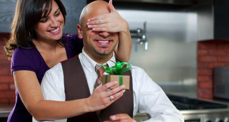 Sorprende a tu novio con un regalo económico y romántico que pueda recordar.