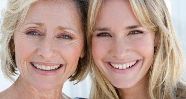 Si tus padres se ven jóvenes para su edad, también es probable que parezcas más joven.
