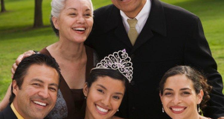 Una quinceañera es similar a una fiesta de presentación en la cultura mexicana.
