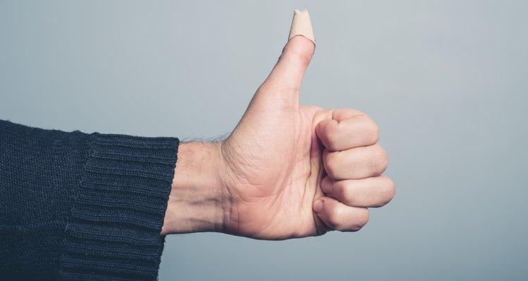 Prender os dedos na porta do carro pode ser doloroso, mas existem tratamentos caseiros