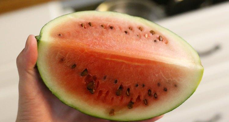 Procure por sinais na parte interna do fruto