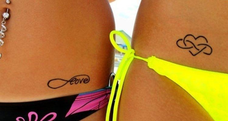 Evita el envejecimiento prematuro que causan los tatuajes solares optando por uno de tinta china.
