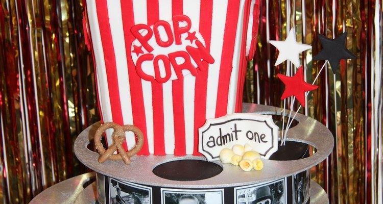 Este maravilloso pastel fue el centro de una fiesta de cumpleaños con el tema del cine.