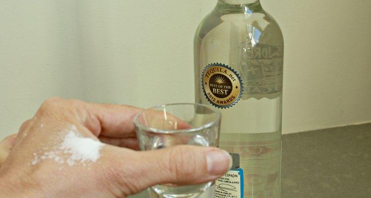 """Los """"shot drinks"""" o tragos van de lo simple como este trago de whiskey, a lo más exótico como el buttery nipple."""