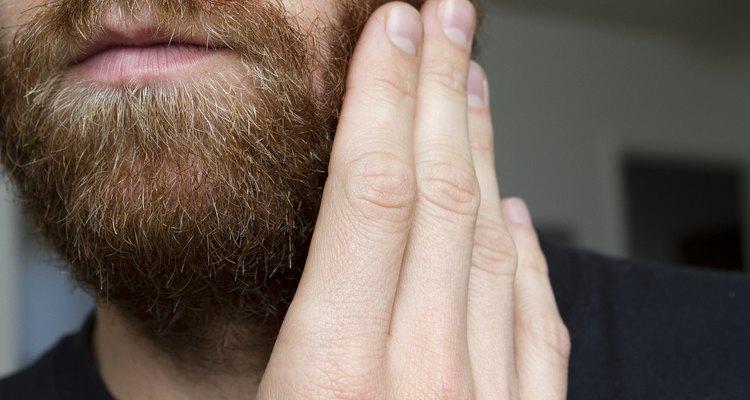 Usa productos para arreglar tu barba.
