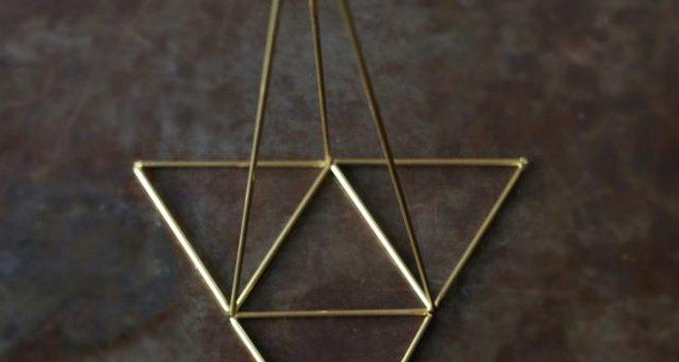 Repite los pasos anteriores hasta obtener tres nuevos triángulos.