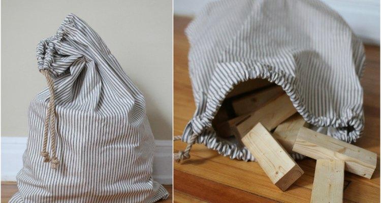 Costure uma sacola de cordão simples para guardar as peças do jogo