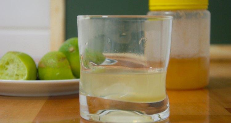 A vitamina C presente no limão proporciona tem efeitos anti-infecciosos e imunoestimulantes