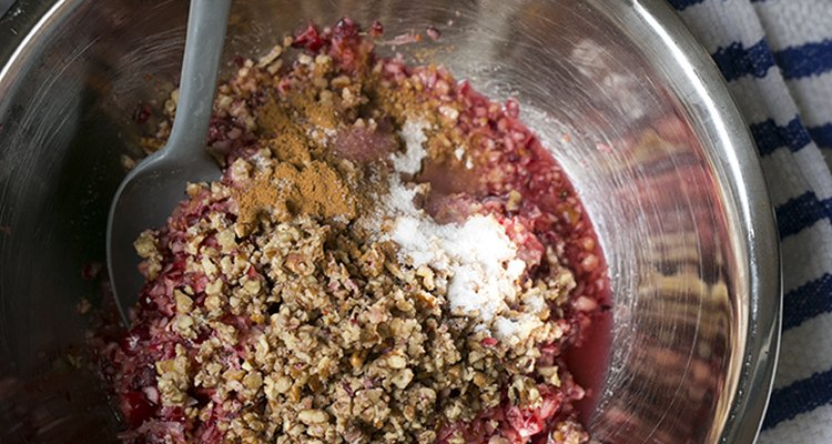 How to Make Cranberry Orange Relish with Pecans | eHow