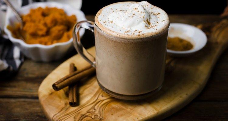 Cómo hacer un café especiado de calabaza mejor que un barista.