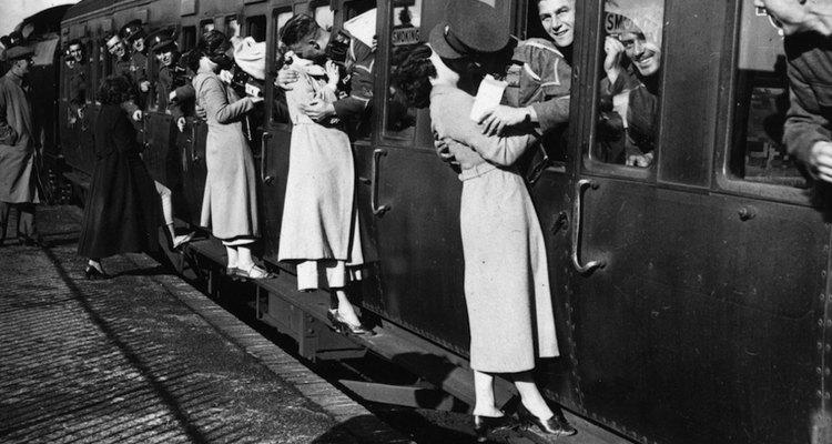 Bésate con tu pareja antes de llegar a la estación.