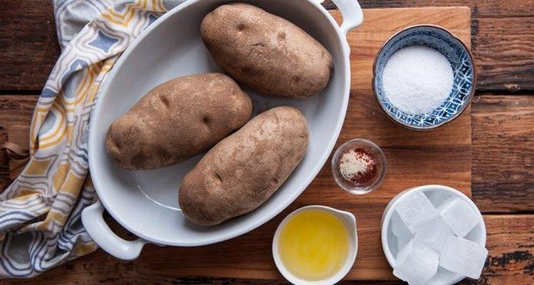 Los ingredientes que necesitarás para preparar papas fritas al horno.