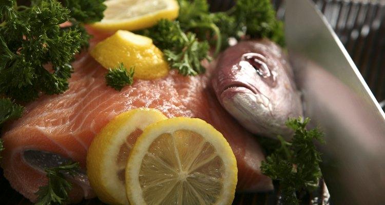 Congelar o salmão que você mesmo pescou é simples