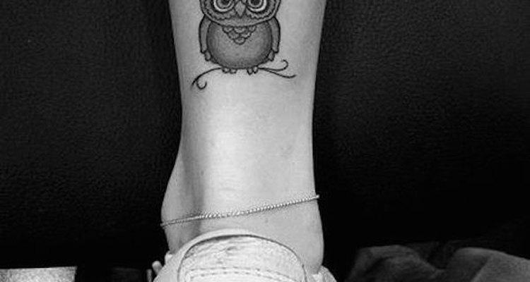 Este pequeño tatuaje de búho puede servirte como un amuleto de buena suerte.