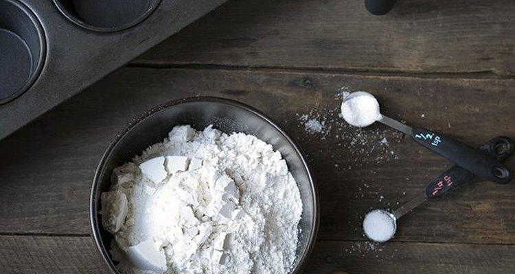 Reúne los ingredientes para preparar los popovers.