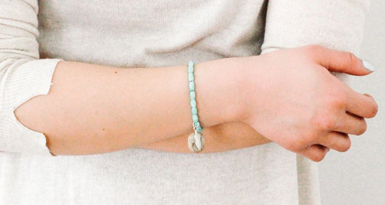Pedras dão ótimos pingentes para pulseiras de miçangas
