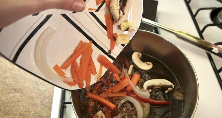 Adicione legumes para absorver o sal da carne